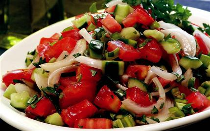 Beyaz Peynirli Çoban Salatası